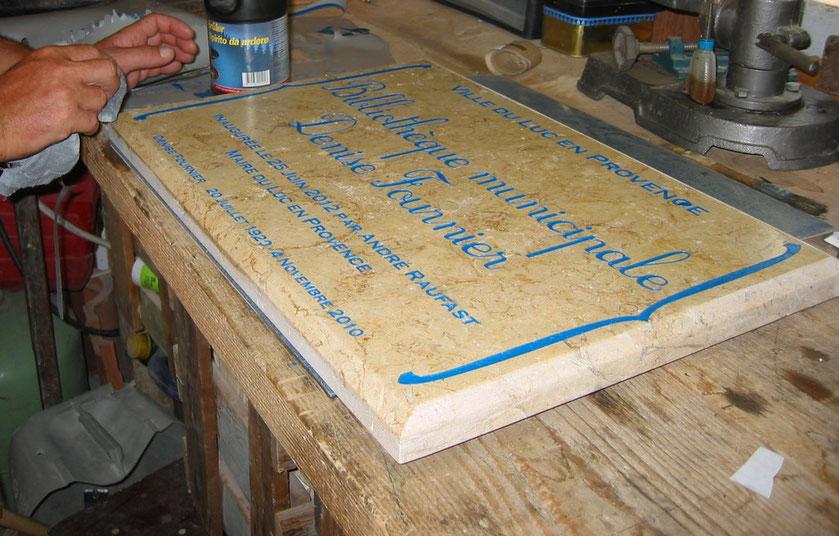 plaque-inaugurale-gravure-pierre-var-83
