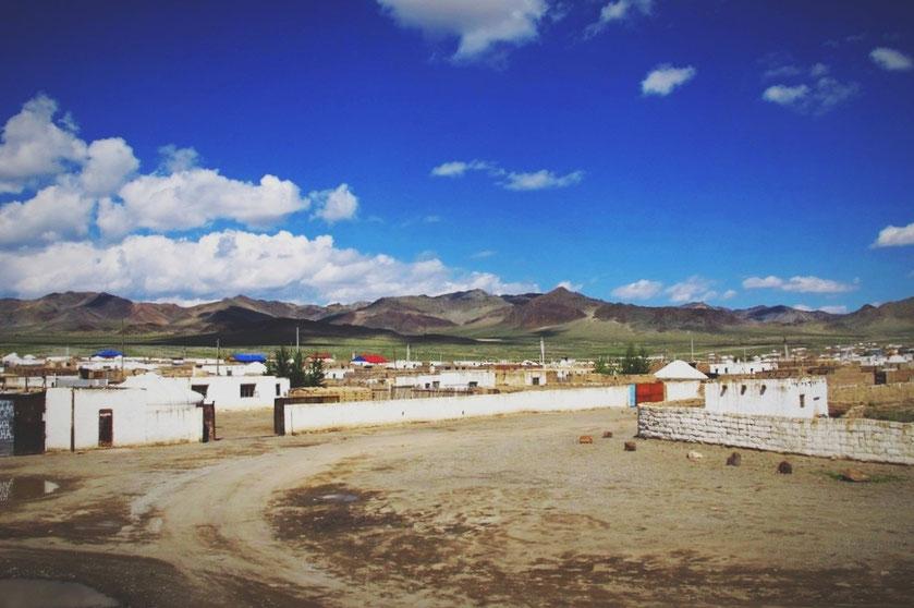 bigousteppes mongolie ouest habitation route ciel maison kazakh