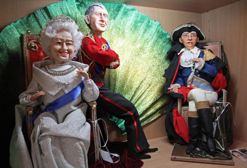 Preilių Lėlių muziejaus eksponatai Karalienė Elžbieta ir Princas Čarlzas