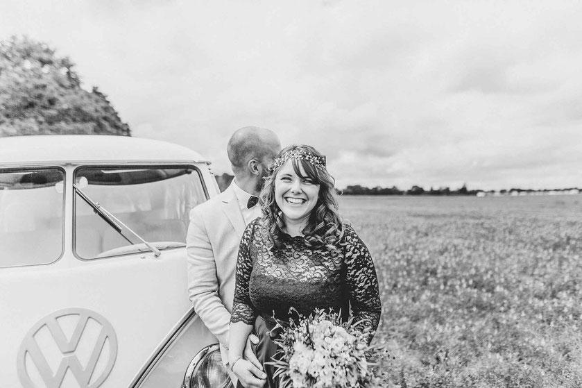 Hochzeitsfotos mit altem Bulli