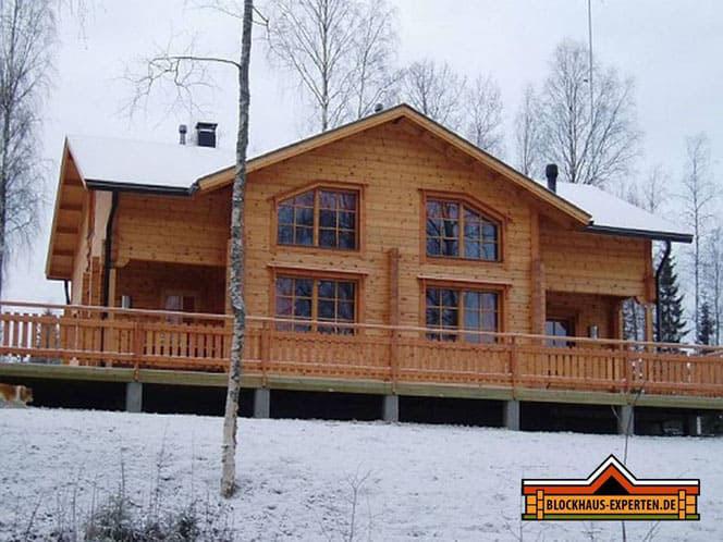 Blockhausbau - Wohnblockhaus in Finnland  - Frei geplante ökologische Holzhäuser nach rustikaler und modern Art  - Massivholzhäuser