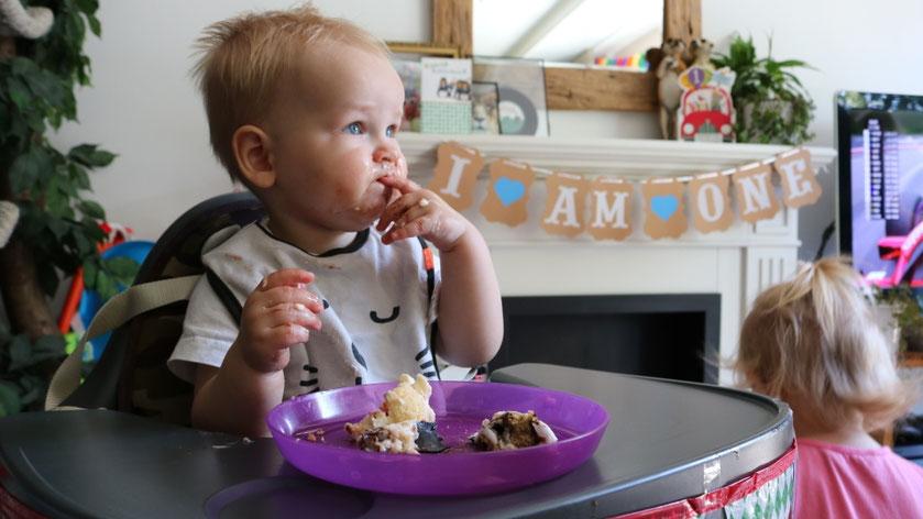 Verjaardagstaart eten
