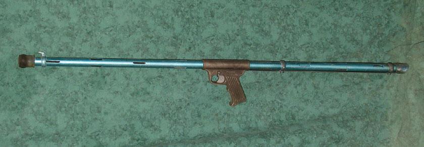 Fusil à ressort avec fût ajouré pour la circulation de l'eau