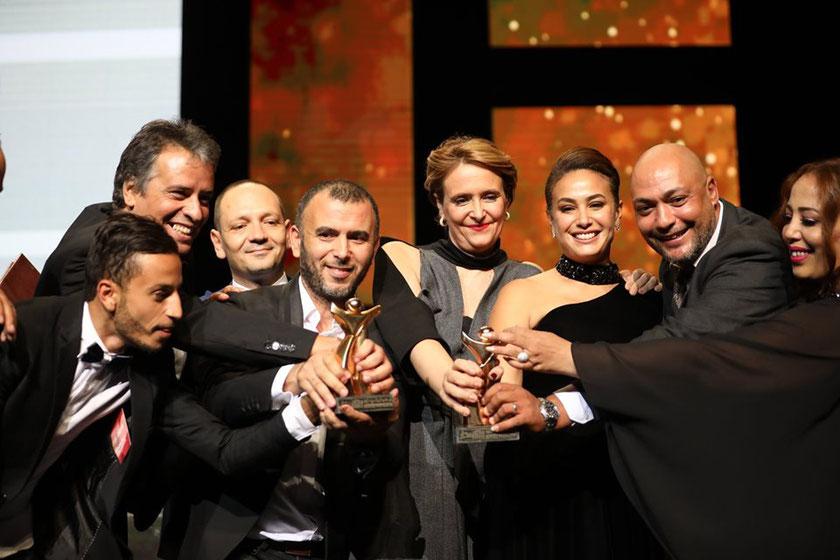 Hinde Boujemaa et toute l'équipe de Noura rêve, vainqueurs du Tanit d'or des JCC 2019 © LaPresse.tn