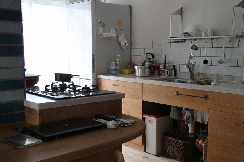 いつもと違うキッチンとテーブルの関係