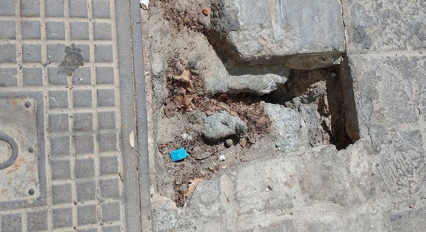 Una trampa para  los peatones que nos movemos por las aceras en  València