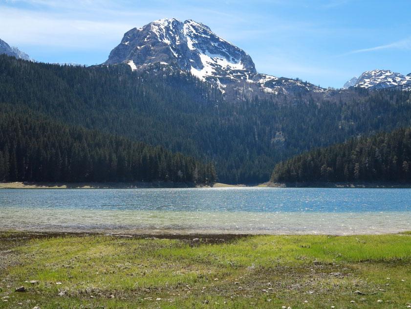 Der Bobotov Kuk hinter dem Gletschersee Crno Jezero