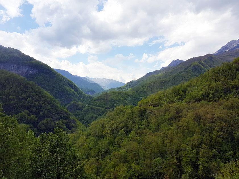 Bergland oberhalb der Morača-Schlucht