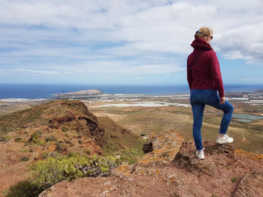 Blick vom Berg Bermeja mit den Cuatro Puertas auf die Küste mit dem Flughafen von Gran Canaria