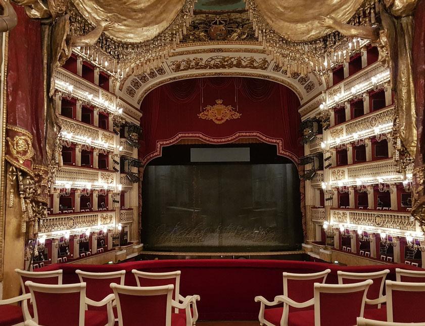 Teatro San Carlo. Blick aus der Königsloge