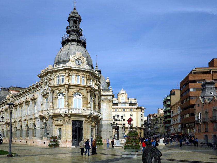 Cartagena, Plaza Héroes de Cavite mit dem Palacio Consistorial von 1907, rechts Zugang zur Calle Major