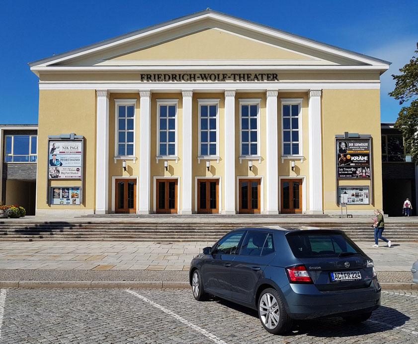 Zentrum der Kultur in Eisenhüttenstadt ist das Friedrich-Wolf-Theater. Es zeigt den Gestaltungsanspruch der DDR an Kulturbauten in den frühen 1950er Jahren.
