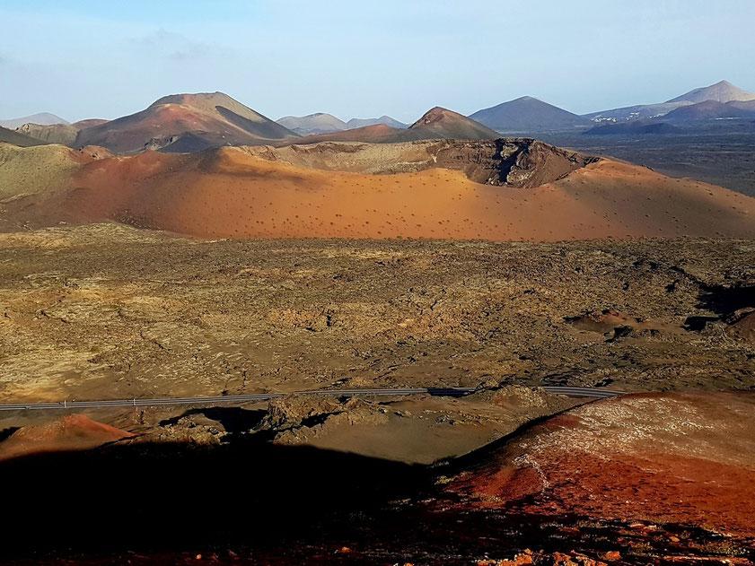 Blick von der Ruta de los Volcanes nach Osten auf die Caldera del Corazoncillo