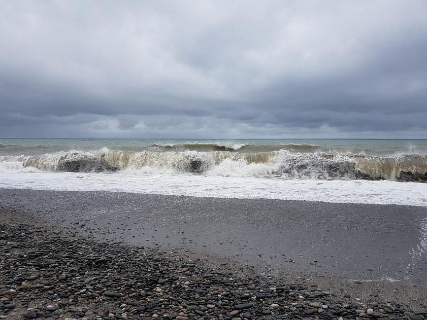 Das Schwarze Meer bei Batumi am Vormittag des 19.8.2019