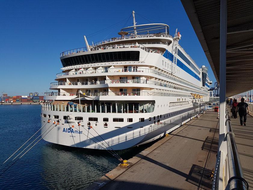 AIDAmar im Hafen von Valencia