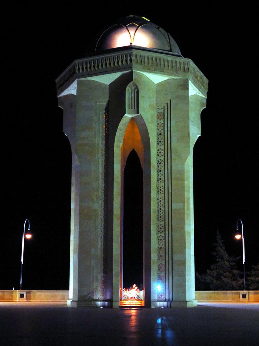 Shahidlar Monument (Denkmal mit dem Ewigen Feuer am Ende des Märtyrerwegs)
