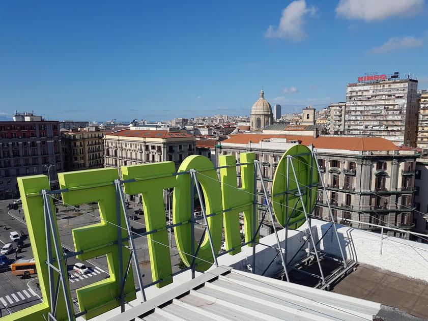 Napoli. Auf dem Dach des Hotels B&B Napoli mit Blick nach Südwesten auf die Piazza Garibaldi