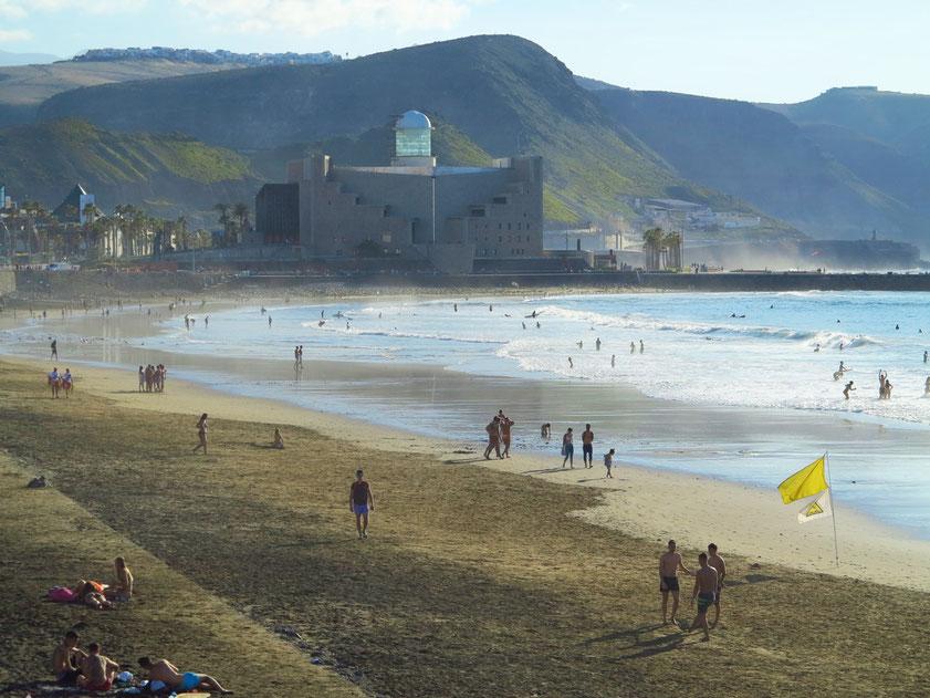 Las Palmas de Gran Canaria, Playa de las Canteras mit Blick nach Westen zum Auditorium Alfredo Kraus