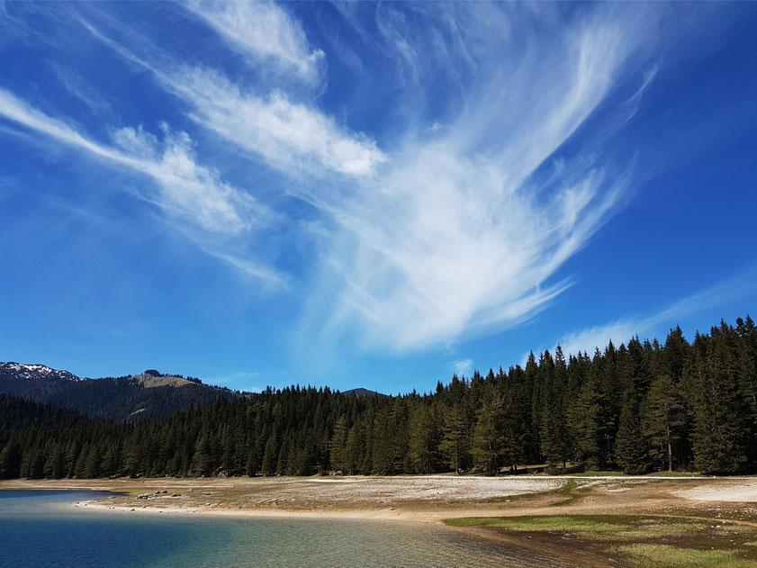 Cirrus-Wolke über dem Durmitorgebirge