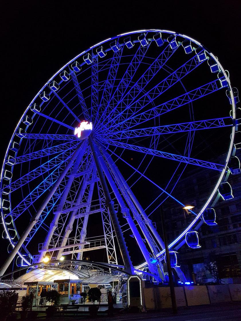 Das Riesenrad, 2019 zum Dresdner Stadtfest eröffnet, ist eines der höchsten in Europa. Aus 55 Metern Höhe faszinierender Ausblick über die Altstadt von Dresden