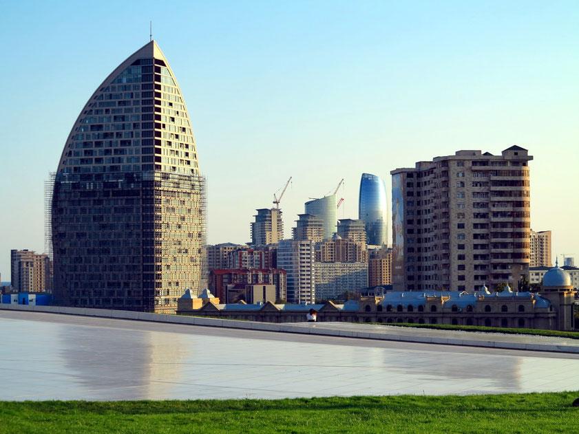 Stadtzentrum von Baku, Blick vom Heyder Aliyev Kunstzentrum