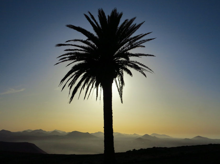 Sonnenuntergang auf Lanzarote. Blick von der Ermita de las Nieves
