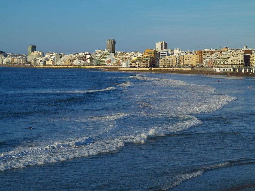 Las Palmas de Gran Canaria mit der Playa de Las Canteras, Blick vom Auditorio Alfredo Kraus