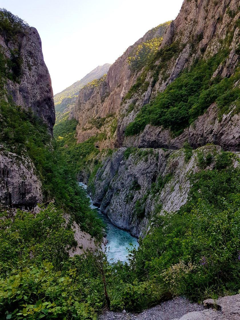 Durch die Morača-Schlucht