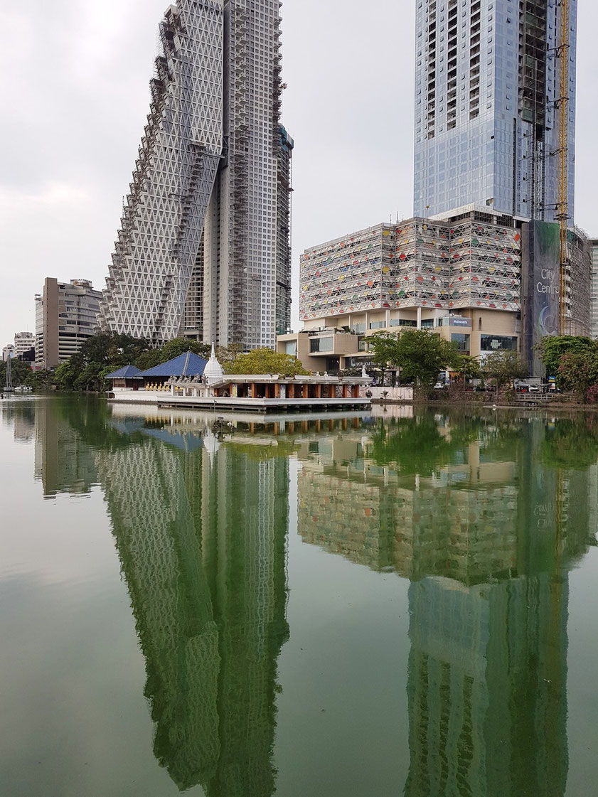 Colombo City Centre und Buddhistischer Tempel (Seema Malakaya)