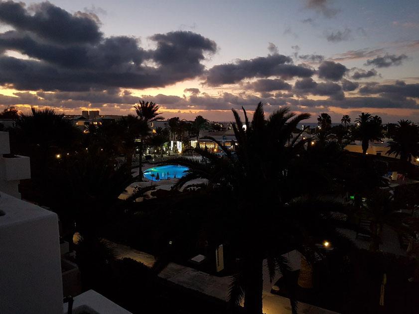 Sonnenaufgang über Costa Teguise (Hotel H10 Suites Lanzarote Gardens)