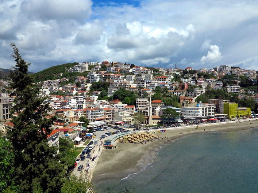 Ulcinj, Blick von der Altstadt Kalaja auf die neuen Stadtteile Rana und Pinjesh 2