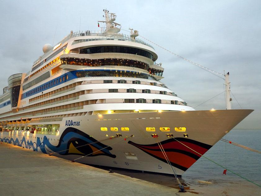 Kreuzfahrtschiff AIDAmar in Lissabon