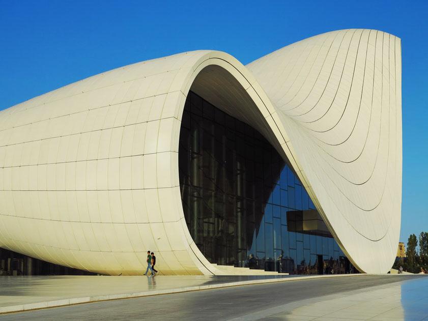 Baku, Heyder Aliyev Kunstzentrum (Zaha Hadid Architects)