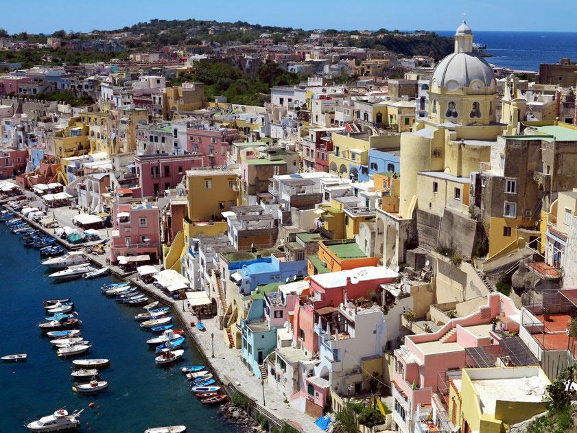 Insel Procida mit Marina di Corricella