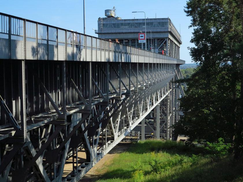 Altes Schiffshebewerk Niederfinow am östlichen Ende des Oder-Havel-Kanals, 1927-1934 erbaut. Stahlkonstruktion der Kanalbrücke und des Hebewerks