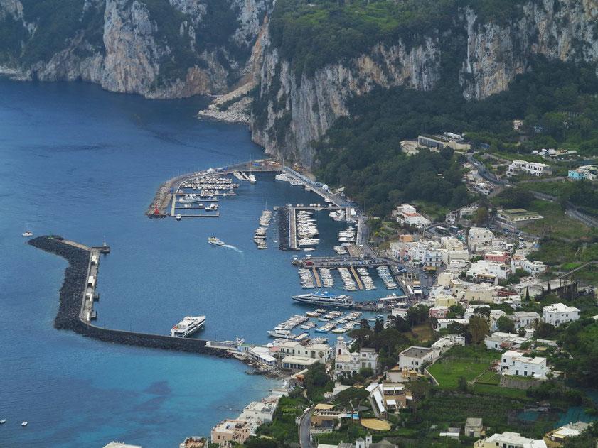 Capri. Blick von der Villa San Michele auf Marina Grande