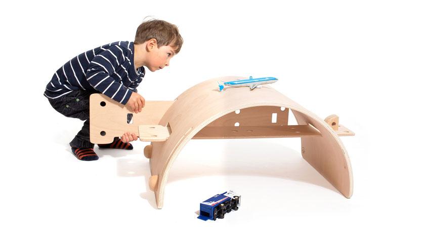 Kinderspielzeug, Holz, Designspielzeug, Holzkinderspielzeug, Chantal Bavaud, nachhaltiges Design, Designpreis, Aarau, Schweizer Design, hochwertiges Spielzeug, Product Design