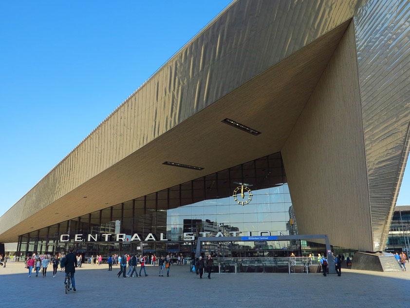 Rotterdam Centraal. Bahnhofshalle des neuen Empfangsgebäudes von 2014, nach Entwürfen von Benthem Crouwel Architekten