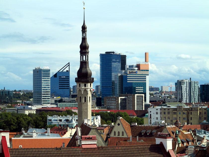 Die neue Skyline von Tallinn. Dominierend sind die Zwillingstürme des Swissôtel Tallinn