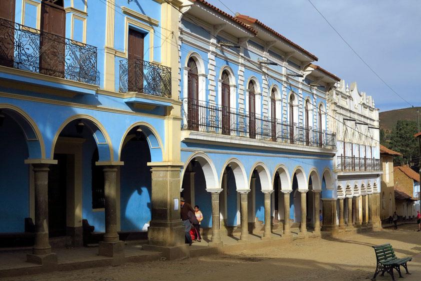 Ortschaft Totora mit der Plaza im kolonialen Stil