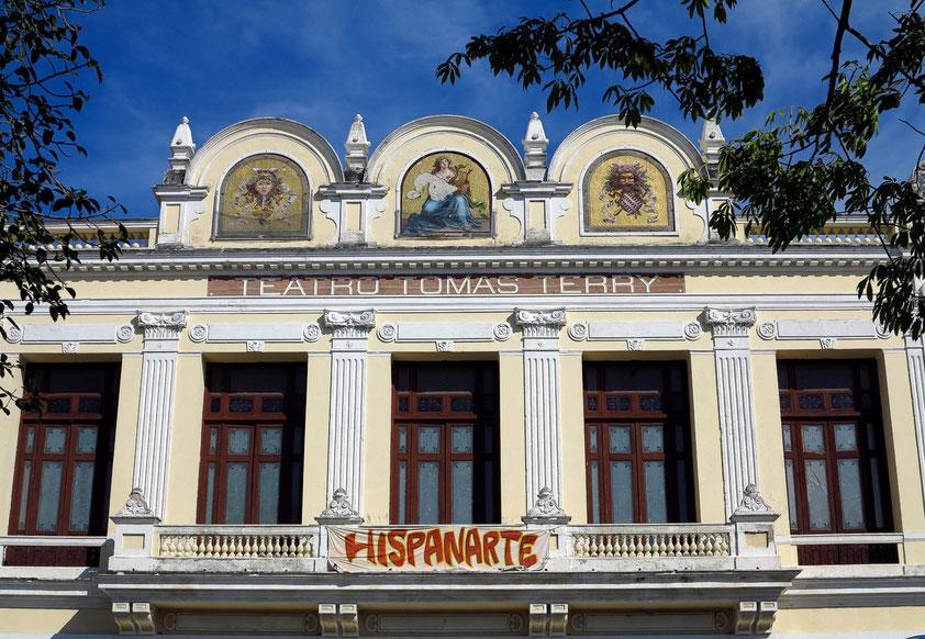 Cienfuegos, Teatro Tomás Terry. Die Vorderfront des Bauwerks erinnert an französische und italienische Vorbilder.
