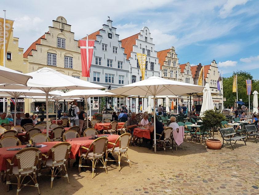 Bürgerhäuser an der Westseite des Marktplatzes mit Treppengiebel (17. Jahrhundert)