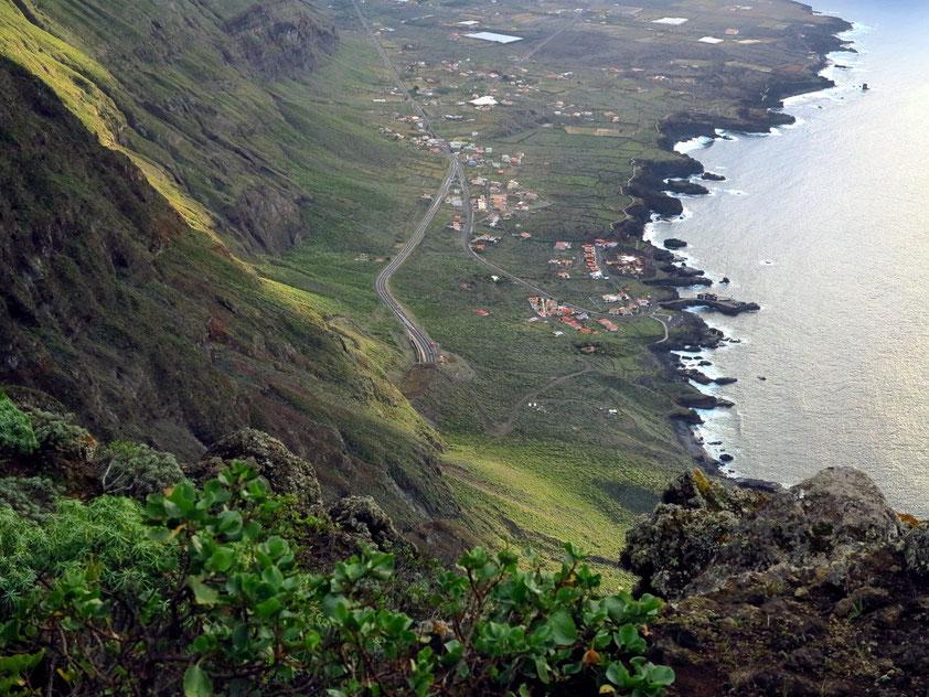 Blick vom Mirador de la Peña auf El Golfo mit Punta Grande