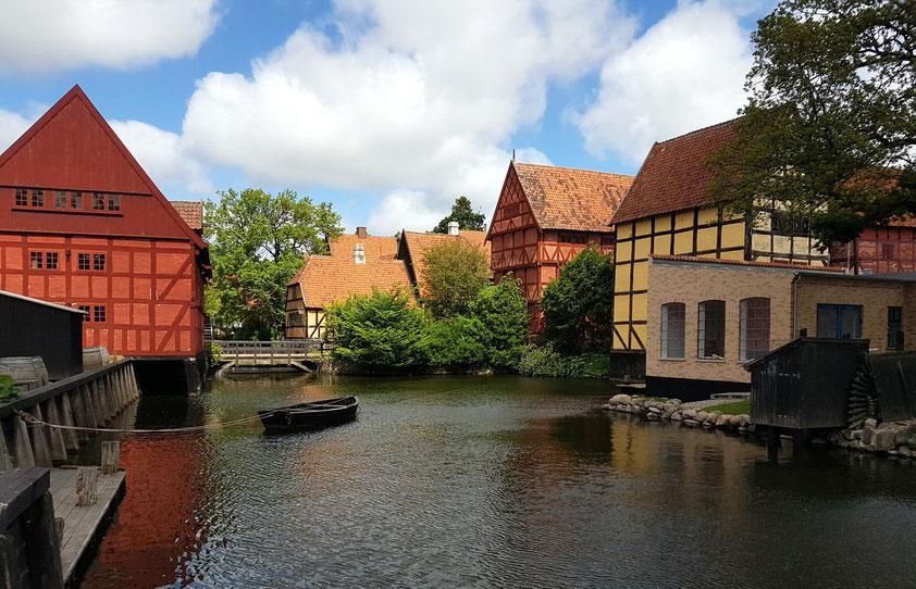 Häuser der vergangenen Jahrhunderte im Freilichtmuseum Den Gamle Bye