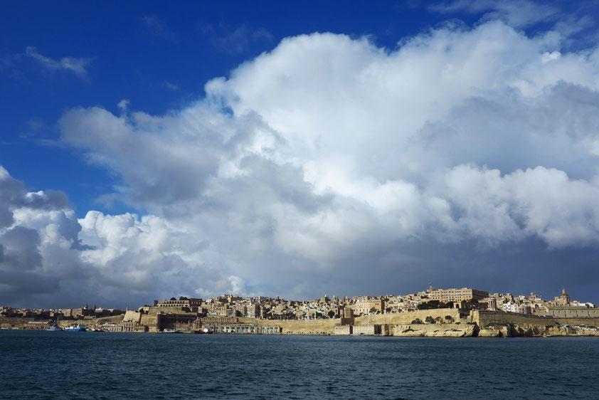 Hafenrundfahrt. Blick vom Grand Harbour auf Valletta