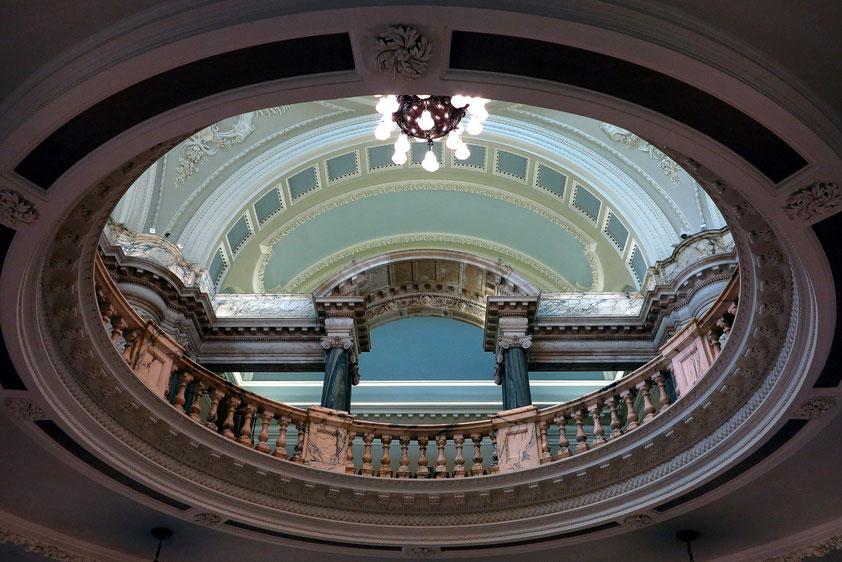 Belfast, Blick von der Eingangshalle in das obere Geschoss