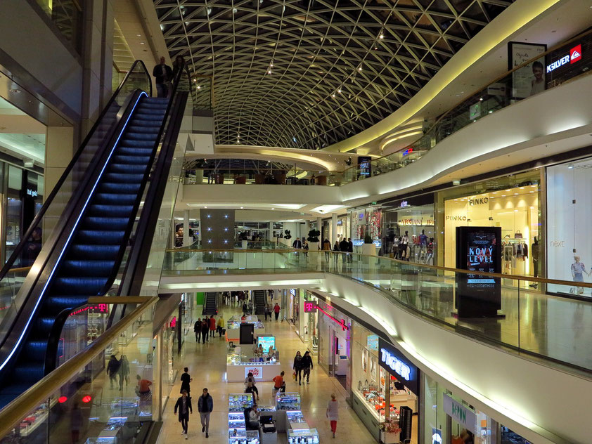 Drei Ebenen im Einkaufszentrum EUROVEA