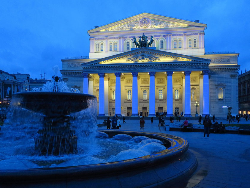 Bolshoi-Theater mit Brunnen (iluminiert für die folgende Light Show)
