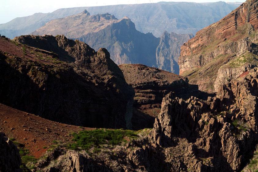 Blick vom Pico do Arieiro, 1818 m, nach Westen (Detailansicht des vorigen Bildes)