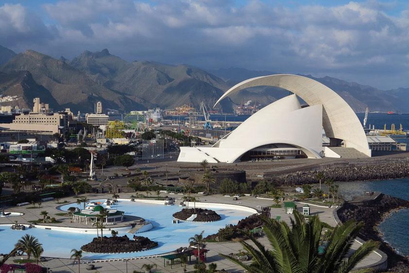Santa Cruz, Auditorio de Tenerife, Badelandschaft Parque César Manrique, Hafen und Anagagebirge